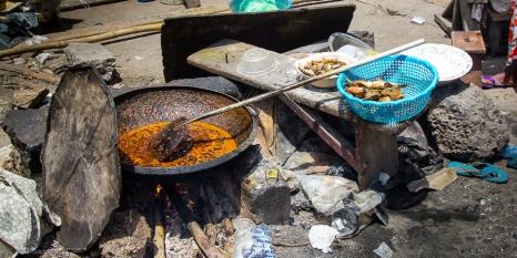 Il principale sistema di cucina è la frittura, tutto il pesce viene rigorosamente fritto.