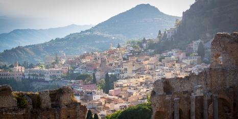 Taormina e i suoi colori pastello