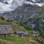 Le casette alpine attorno al rifugio