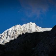 In questa fredda mattinata il Monte Bianco mostra la sua bellezza.
