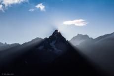 Una splendida alba crea giochi di luce sulla Auguille Verte