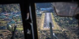 Il rocambolesco atterraggio a Lukla