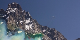Un momento storico, le frecce tricolori passano su Cervinia per i 150 anni della prima ascensione